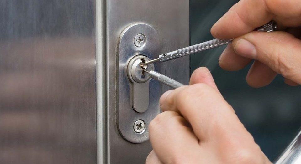 Cómo abrir un candado cerrado